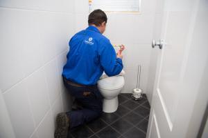 fixing-toilet